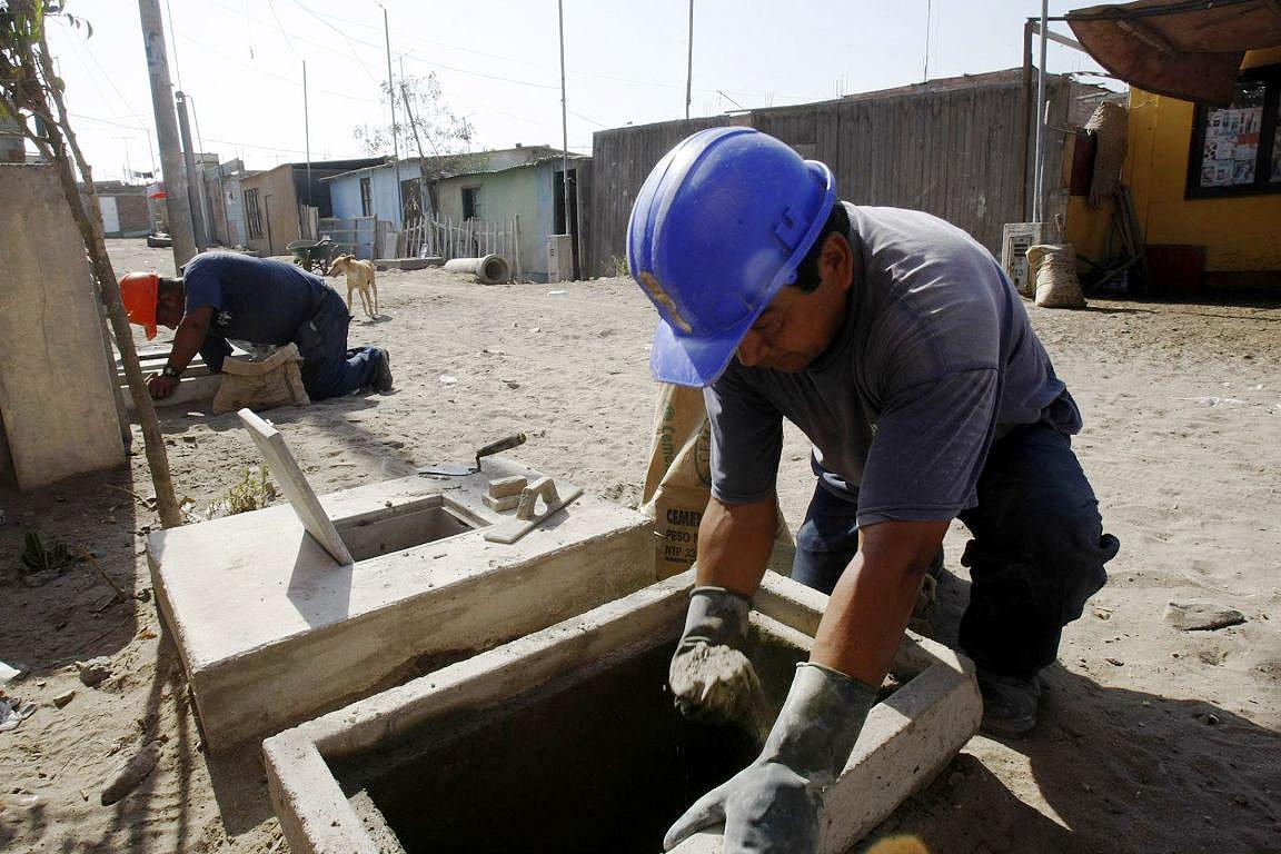 Serviços de distribuição de água e esgoto estarão entre as obras escolhidas pelas linhas de crédito do Banco Mundial. Crédito: Agência Andina