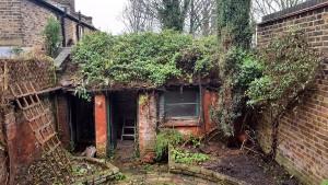 Velho depósito nos fundos de uma casa inspirou a construção de um home office. Crédito: MW Architects