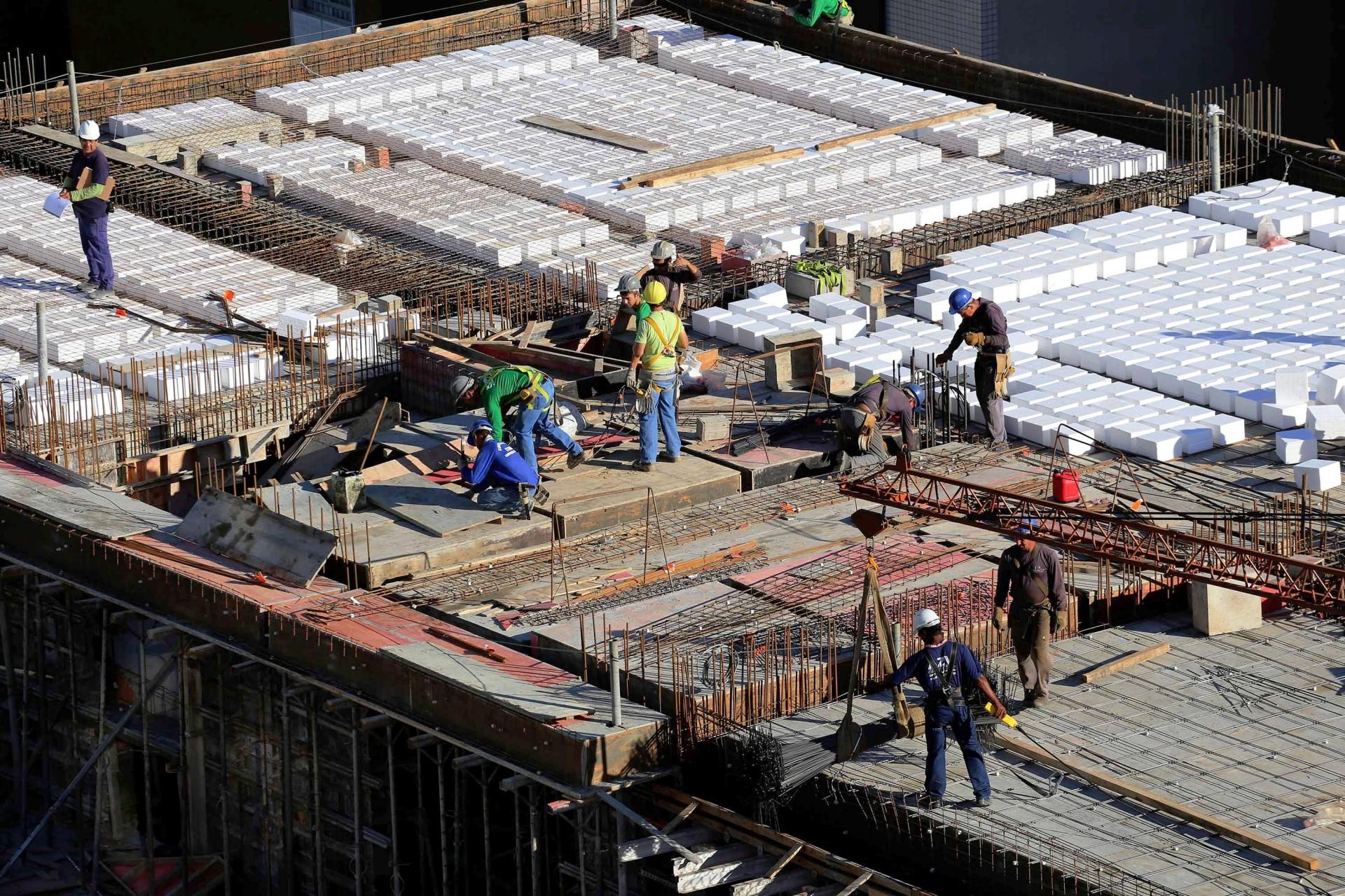 Construção civil foi um dos setores que menos demitiram nos primeiros 3 meses de pandemia.   Crédito: Arnaldo Alves/AEN