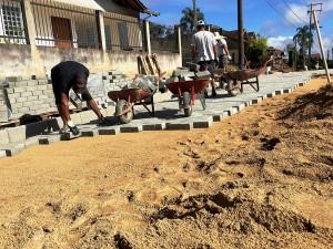 """Programa """"pavimentação comunitária"""" permite que moradores escolham o tipo de pavimento: blocos de concreto intertravado, concreto ou asfalto Crédito: Prefeitura de São Bento do Sul-SC"""