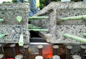 Tabuleiro com elementos pré-fabricados de concreto de ultra-alto desempenho: material atende vários requisitos para construção de pontes Crédito: FIU
