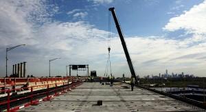 Conexões entre pilares e vigas construídas com CUAD se mostram eficazes para aumentar a resistência de pontes. Crédito: FIU