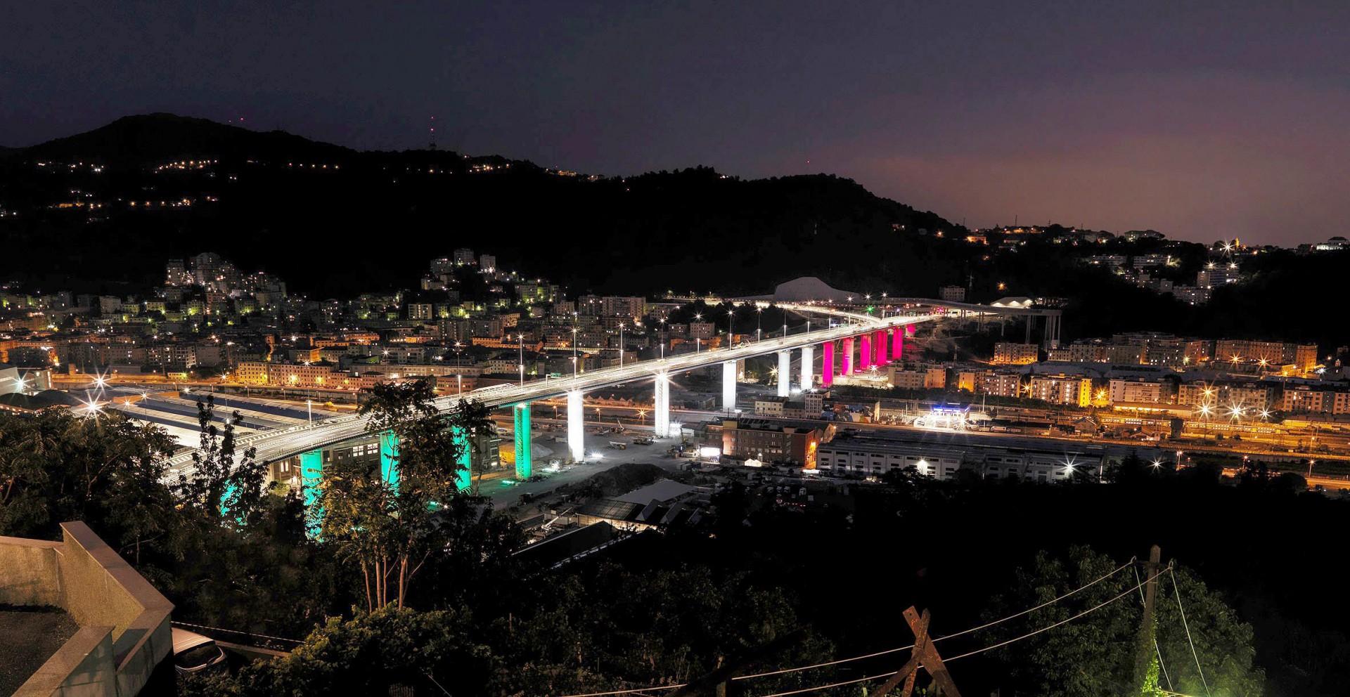 Visão noturna da ponte San Giorgio, em Gênova-Itália: 95% da energia consumida pela obra de arte será fornecida por placas fotovoltaicas Crédito: WeBuild e Fincantieri Infrastructure