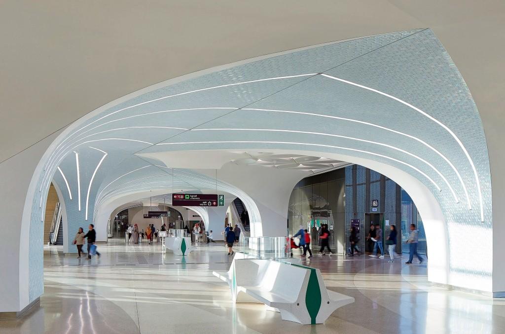 As 37 estações que integram o sistema do metrô de Doha foram construídas com elementos modulares parametricamente projetados Crédito: Qatar Rail