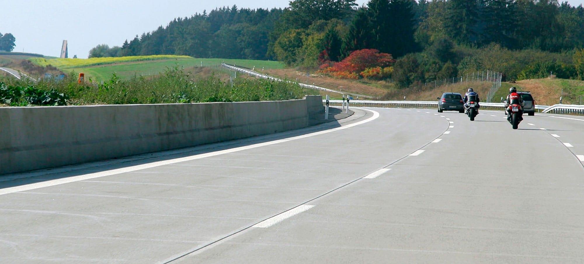 Rodovias europeias construídas com pavimento de concreto emitem bem menos CO₂ que as revestidas com asfalto Crédito: EUPAVE