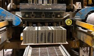 Atualmente, o aprisionamento de CO₂ pelo concreto é obtido em ambiente controlado e usado na indústria de pré-fabricados  Crédito: UCLA/CO2Concrete