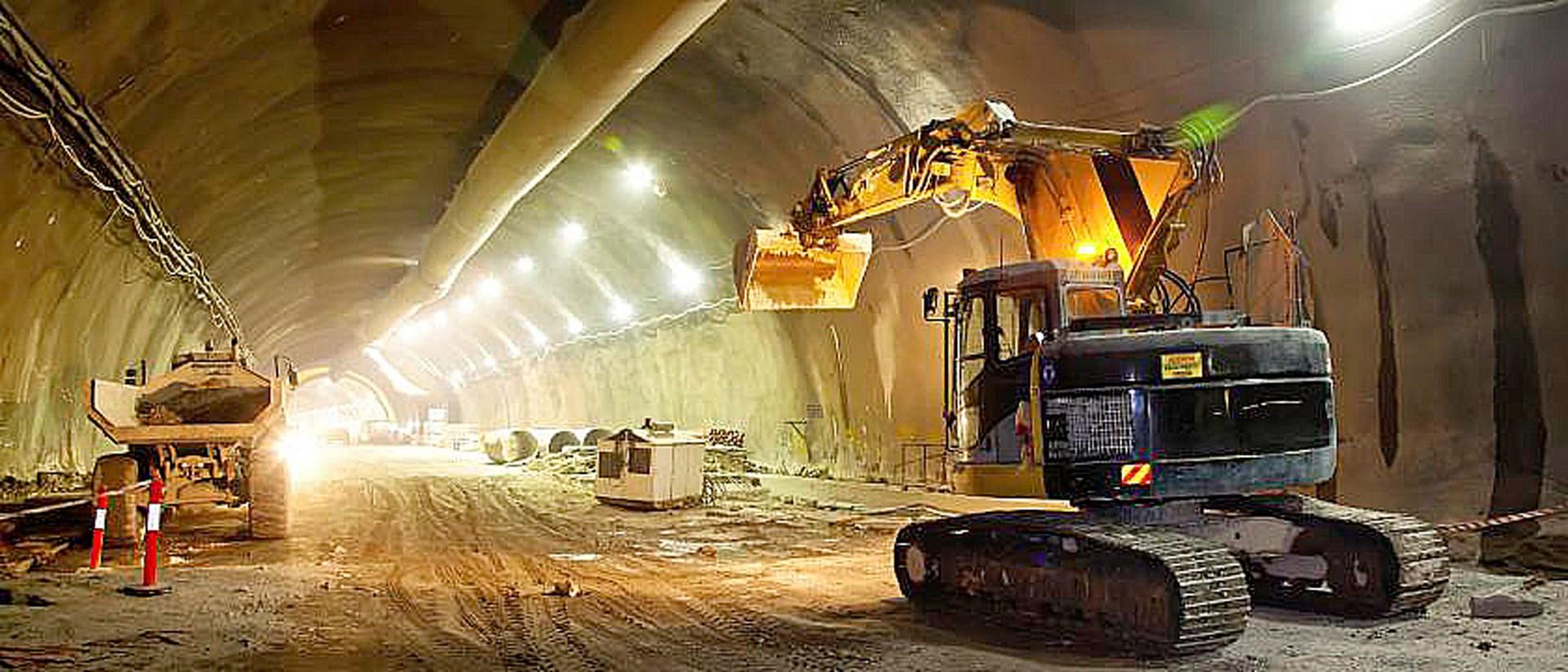 Supertúneis abertos em Sydney, na Austrália, têm o cronograma encurtado quando revestidos com concreto projetado com fibras de aço Crédito: iStock
