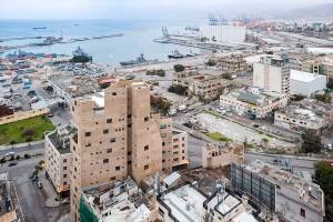 Explosão ocorrida dia 4 de agosto de 2020 afetou apenas os componentes envidraçados do Stone Garden, em Beirute Crédito: Lina Ghotmeh Architecture