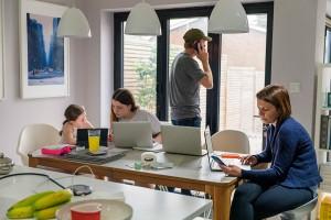 Trabalhar, estudar e conviver: pandemia  mudou o conceito de morar Crédito: Getty Images