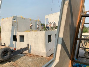 Mão de obra que atua na montagem das estruturas de concreto precisa ser qualificada e recebe constante treinamento Crédito: BPM Pré-Moldados
