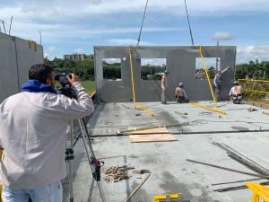 Apenas o pessoal de montagem dos painéis atua no canteiro, antes da obra ser entregue às equipes de acabamento Crédito: BPM Pré-Moldados