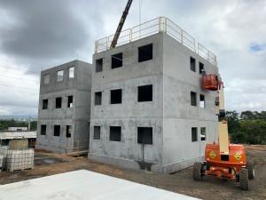 Sistema usado em Santa Catarina permite montar dois edifícios residenciais ao mesmo tempo Crédito: BPM Pré-Moldados
