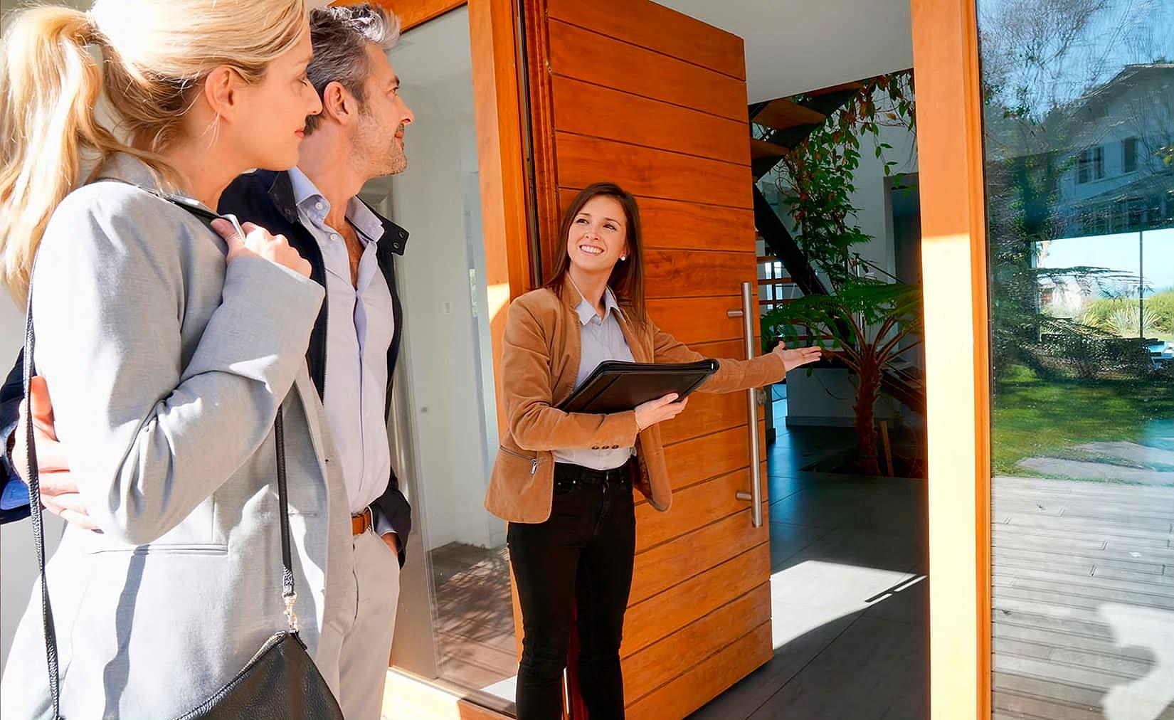 Corretor é um importante elo com o cliente. É ele quem abre as portas para o pós-venda Crédito: Banco de Imagens