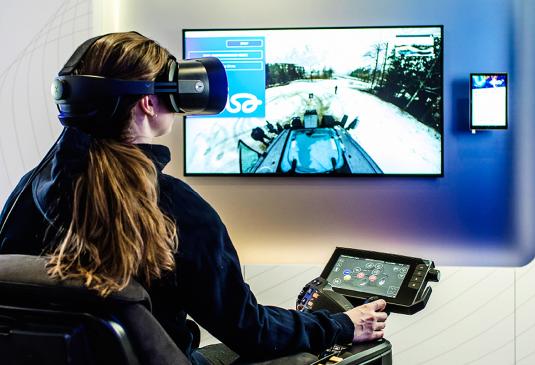 Tecnologia 5G permite monitoramento em tempo real de trabalhadores e máquinas em operação no canteiro de obras