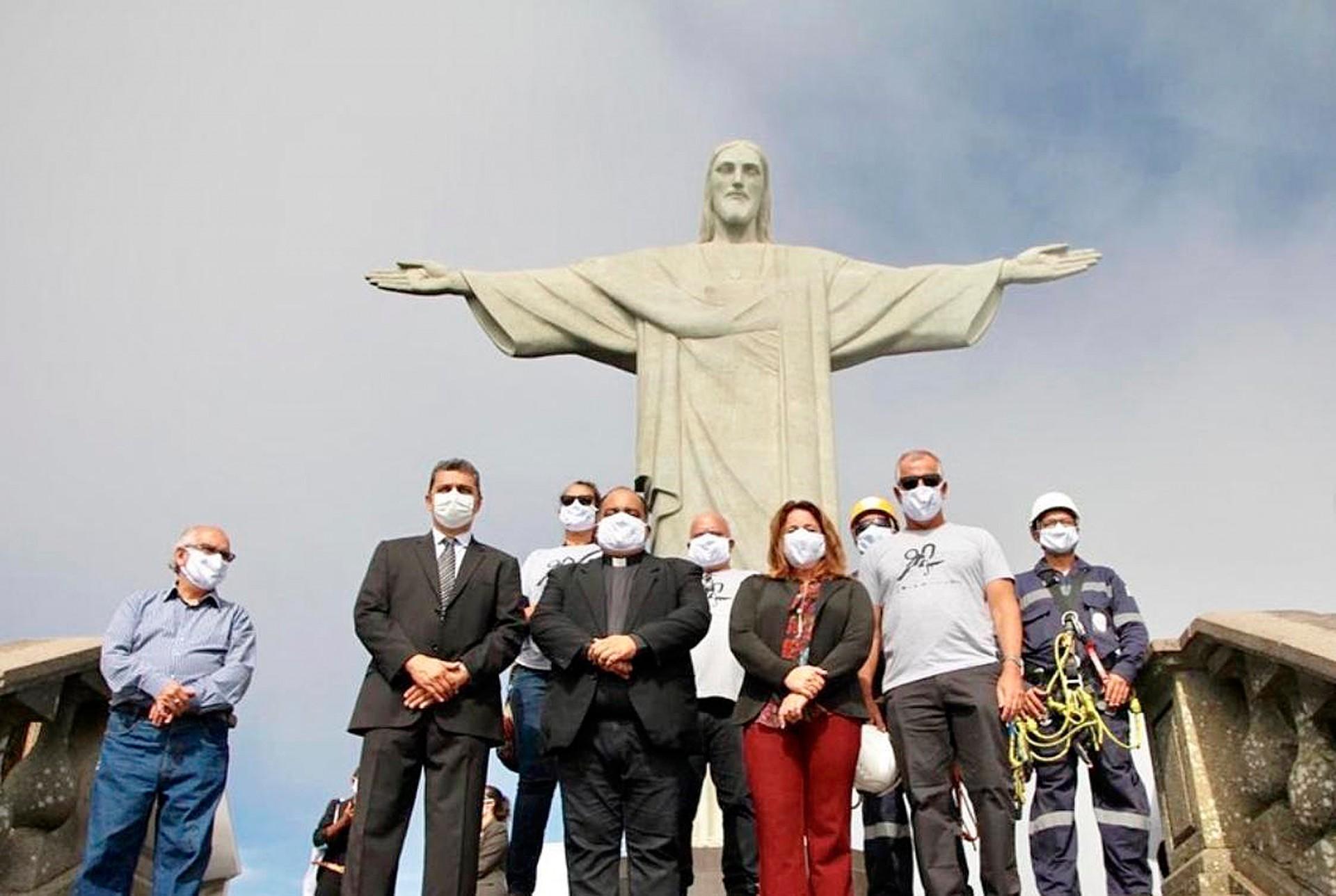 Parte da equipe multidisciplinar que vai atuar na restauração do Cristo Redentor, preparando o monumento para as comemorações de 90 anos Crédito: Santuário Cristo Redentor