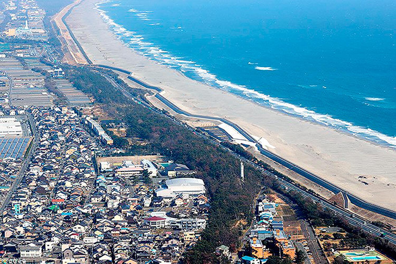 Em Shizuoka, muralha para conter futuros tsunamis se estende por 17,5 quilômetros Crédito: Reuters