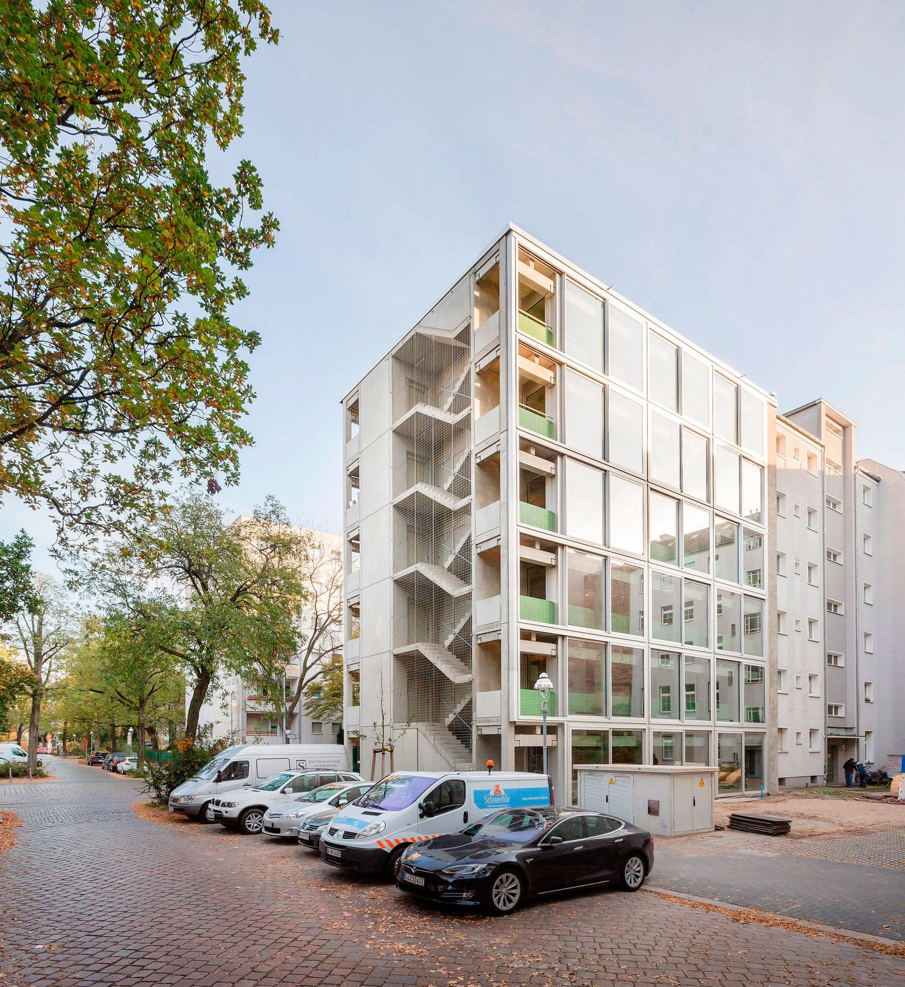 Fachada do Wohnregal: edifício comporta tanto unidades habitacionais quanto escritórios Crédito: FAR