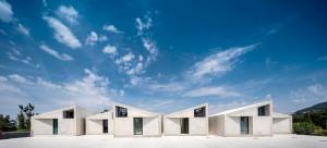 Em Portugal, o brutalismo do pré-fabricado de concreto inspirou a construção de casas para receber turistas Crédito: Summary