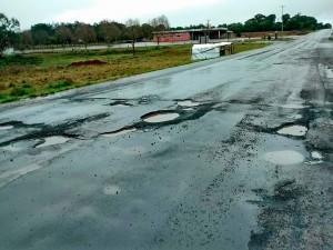 Estado atual da PRC-280, no trecho próximo de Palmas-PR: pavimento asfáltico não suporta volume do tráfego pesado que passa diariamente pela rodovia Crédito: @PRC280