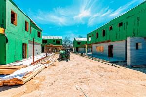 Construção das casas une o sistema de impressão 3D em concreto com o steel frame Crédito: ICON Build