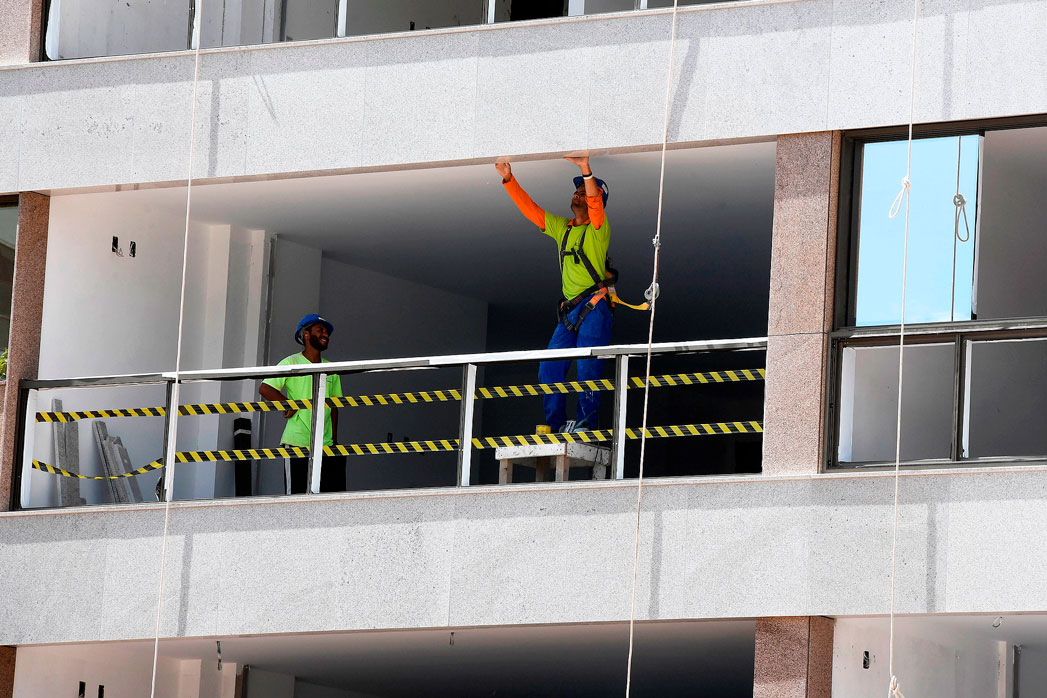 Apartamentos com 2 dormitórios, na faixa de 250 mil e 350 mil reais, tendem a ser os mais procurados em 2021 e 2022 Crédito: CNI