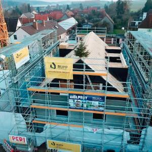 Após a fase da impressão 3D, que durou pouco mais de 1 mês, prédio já está com telhado instalado Crédito: Rupp Gebäudedruck
