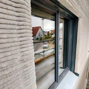 Edifício encontra-se na fase de acabamento e de colocação das esquadrias das janelas Crédito: Rupp Gebäudedruck
