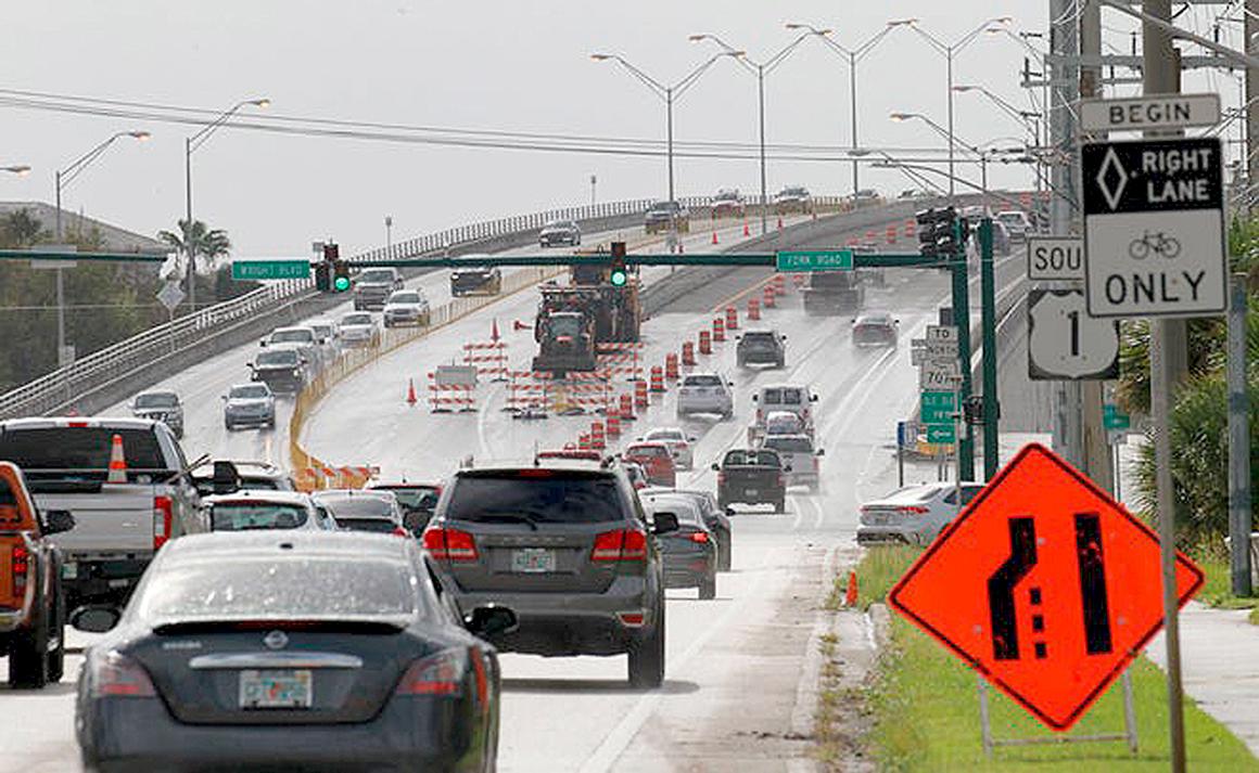 Ponte Roosevelt, na Flórida: estrutura recentemente foi interditada por causa de corrosão nas armaduras e é exemplo de obra que o plano de Joe Biden deve recuperar Crédito: CPALM