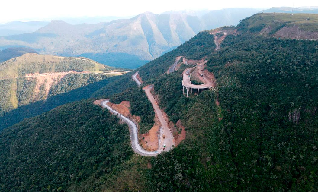 Trecho da BR-285, na serra da Rocinha, em Santa Catarina: DNIT investe em projetos ousados de pavimentação com concreto Crédito: Serviços Técnicos de Engenharia S.A