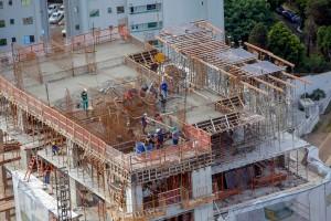 Construção imobiliária lidera a geração de empregos no setor, principalmente nas regiões de Curitiba e Londrina Crédito: AEN