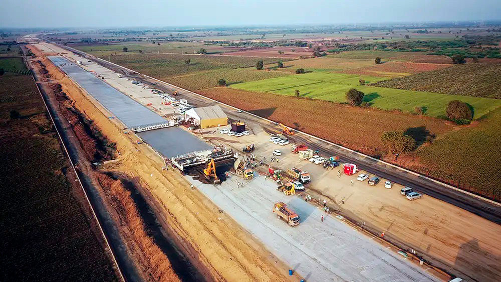 Pavimentação que alcançou o recorde mundial foi planejada desde 2018 e abrangeu as duas pistas da rodovia Crédito: NHAI