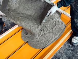 Produção das placas de HPC foi patenteada pela Kooge Concrete e processo de fabricação usa fios protendidos de carbono, o que permite espessuras ultrafinas.   Crédito: Kooge.co