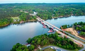 Ponte do lago Tillery: construída em 1927, obra foi recuperada para resistir a reações álcali-sílicas (RAS) Crédito: Slag Cement Association
