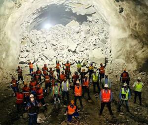 Vazamento do maior túnel do Brasil foi comemorado pela equipe de engenheiros civis da Queiroz Galvão Crédito: Construtora Queiroz Galvão