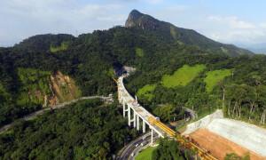 Além de 5 túneis, duplicação do trecho de serra da Rodovia dos Tamoios conta com 11 obras de arte, que incluem 9 viadutos Crédito: Concessionária Tamoios