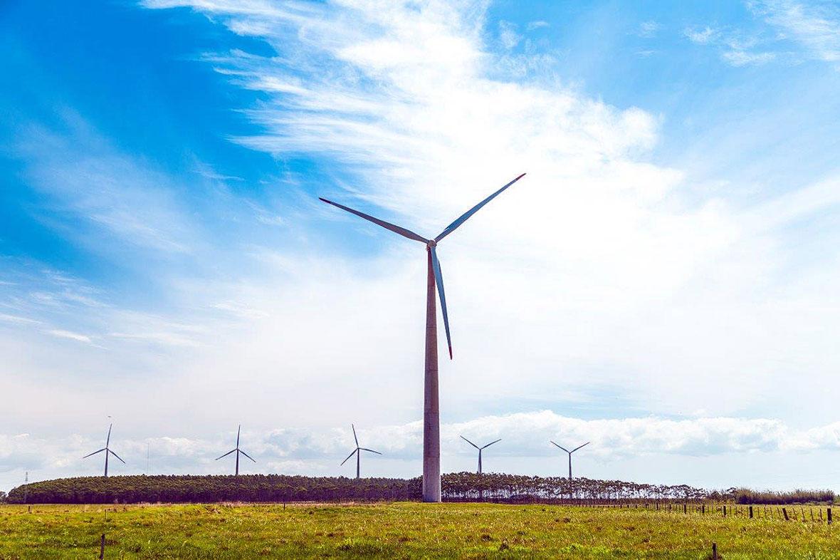 Torres eólicas com elementos pré-fabricados de concreto protendido permitem que aerogeradores atuem com potência máxima em situações de fortes ventos Crédito: Nordex SE