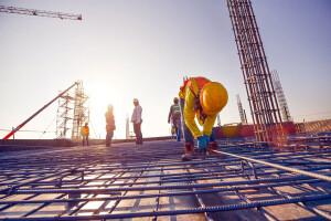 Geração de empregos com carteira assinada ao longo do 1º semestre de 2021 foi o melhor da construção civil desde 2012 Crédito: CNI