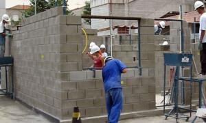Escolas do SENAI têm recebido profissionais qualificados de outras áreas industriais, que buscam especialização na construção civil Crédito: SENAI