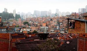 Paraisópolis, em São Paulo-SP: exemplo de que 85% das construções habitacionais brasileiras não possuem assistência técnica de arquitetos e engenheiros civis Crédito: Rovena Rosa/Agência Brasil
