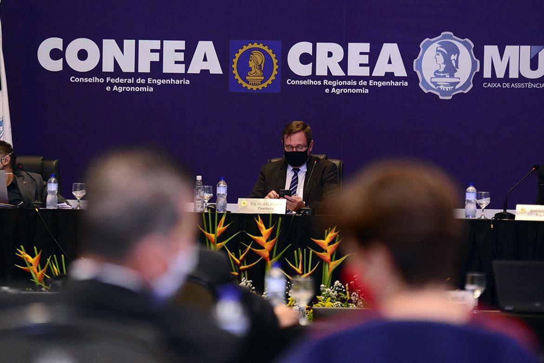 Presidente do Confea/CREA, o engenheiro civil Joel Krüger, realizou trabalho de convencimento no Congresso Nacional para manter o piso salarial da categoria Crédito: Confea/CREA