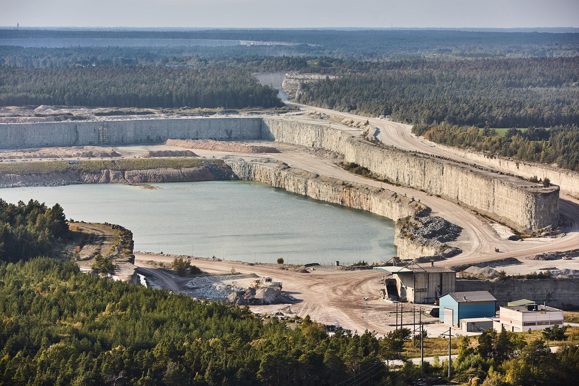 Cassação da licença para que a principal cimenteira da Suécia explore mineradora repercute e preocupa toda a Europa Crédito: Slitefabriken/Cementa