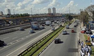 Trecho urbano da Via Dutra na cidade de São Paulo-SP: nova concessão da rodovia prevê mais de 400 obras estruturais Crédito: Marcelo Camargo/Agência Brasil