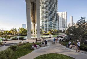 Fase 1 do Underline foi inaugurada em 2021, alterando a cena urbana de uma área negligenciada de Miami Crédito: The Underline/Robin Hill