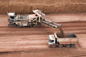 Argila de belterra recobre as jazidas de bauxita na região norte do Brasil e é descartada pela indústria mineral Crédito: flickr/Norsk Hydro