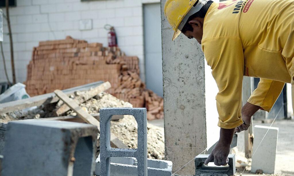 Construção volta a atravessar a fronteira dos 2,5 milhões de trabalhadores atuando formalmente no setor Crédito: Marcelo Camargo/Agência Brasil